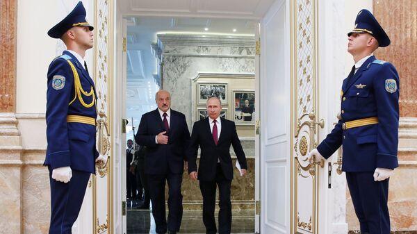 Уладзімір Пуцін і Аляксандр Лукашэнка на пасяджэнні ВДС у Мінску - Sputnik Беларусь