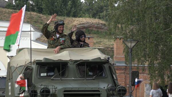 Бронепрабег Дарога мужнасці фінішаваў у Брэсце - Sputnik Беларусь