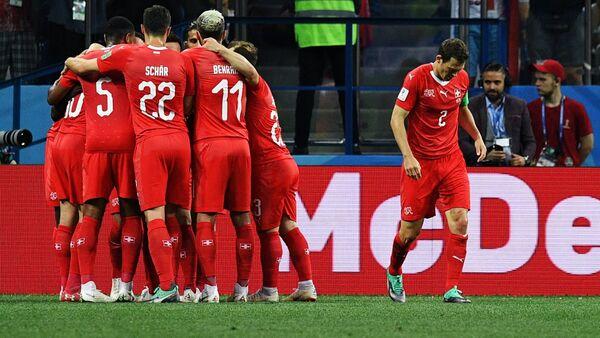 Игроки сборной швейцарии радуются забитому мячу - Sputnik Беларусь