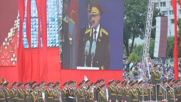 Президент выступил на параде в честь Дня Независимости - Sputnik Беларусь