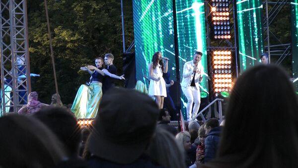 Финалистка конкурса Ты супер! спела на концерте с Тео - Sputnik Беларусь