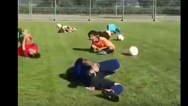 Дети изобразили, как страдает нападающий сборной Бразилии Неймар - Sputnik Беларусь
