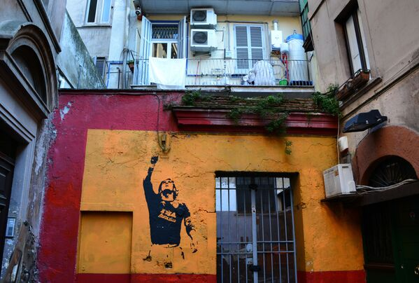 Граффити с изображением футболиста Франческо Тотти в Риме. - Sputnik Беларусь
