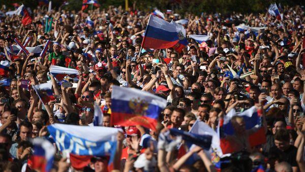 Просмотр матча ЧМ-2018 по футболу между сборными Уругвая и России - Sputnik Беларусь