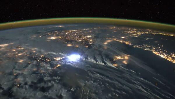 Як выглядае навальніца з космасу - Sputnik Беларусь