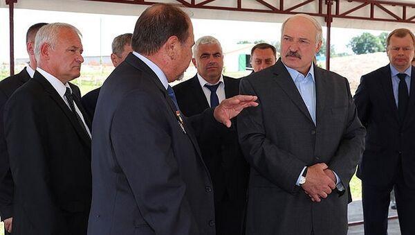 Візіт Аляксандра Лукашэнкі ў калгас Радзіма - Sputnik Беларусь