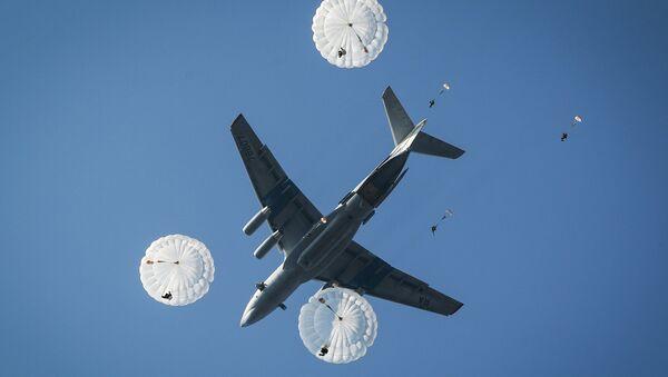 Прыжки с парашютом, архивное фото - Sputnik Беларусь