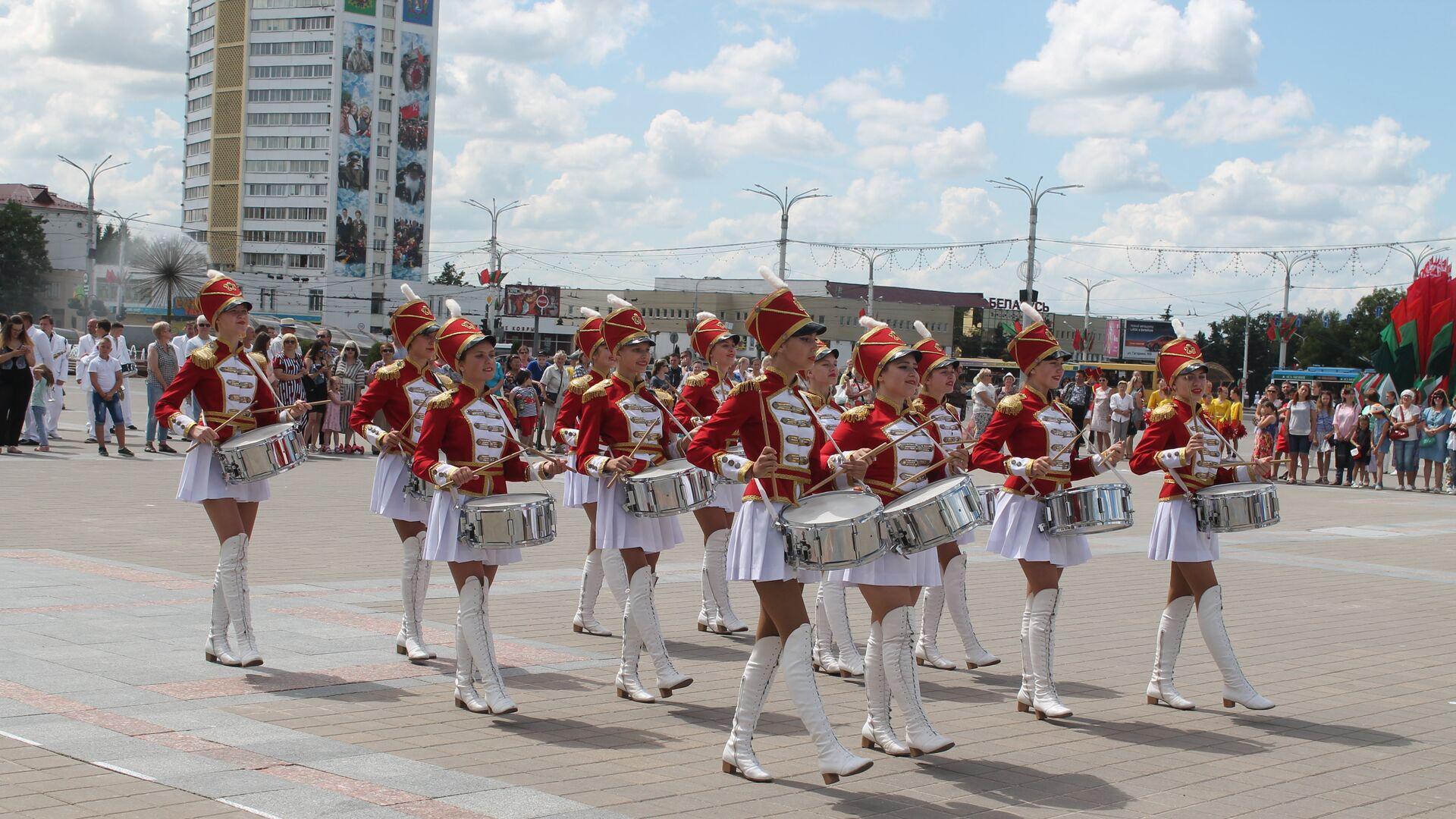 На параде в Витебске - Sputnik Беларусь, 1920, 12.07.2021