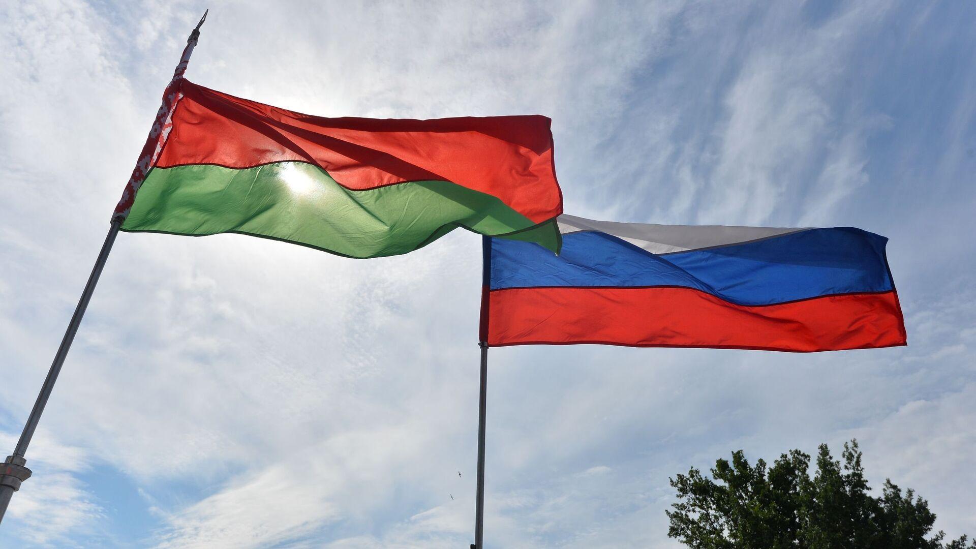 Флаги Беларуси и России на фестивале - Sputnik Беларусь, 1920, 23.09.2021