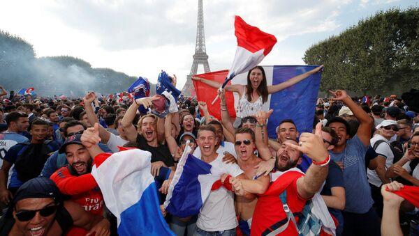 Болельщики сборной Франции в Париже - Sputnik Беларусь