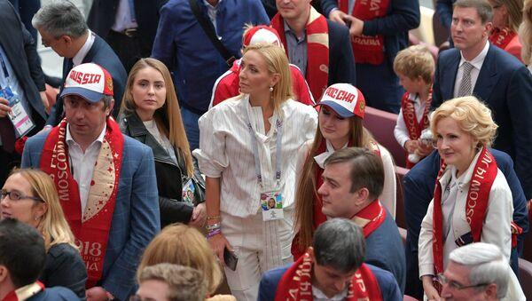лимпийская чемпионка по фигурному катанию Татьяна Навка (в центре) - Sputnik Беларусь