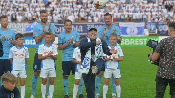 Футболист Диего Марадона впервые посетил Беларусь - Sputnik Беларусь
