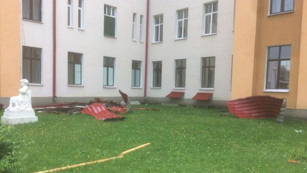 Ветер в Горках сорвал крышу с Центральной райбольницы - Sputnik Беларусь