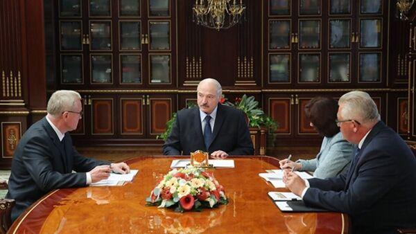 Прэзідэнт Аляксандр Лукашэнка прыняў рэктара Акадэміі кіравання Генадзя Пальчыка - Sputnik Беларусь
