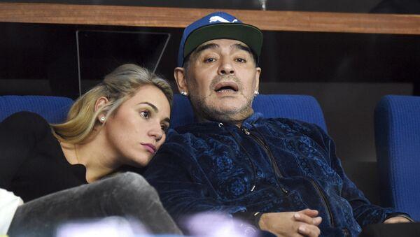 Диего Марадона и Росио Олива на футбольном матче - Sputnik Беларусь