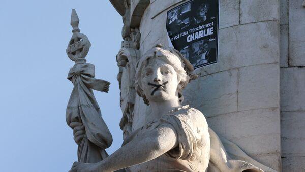 Граффити на площади Республики в Париже - знак солидарности с жертвами теракта - Sputnik Беларусь