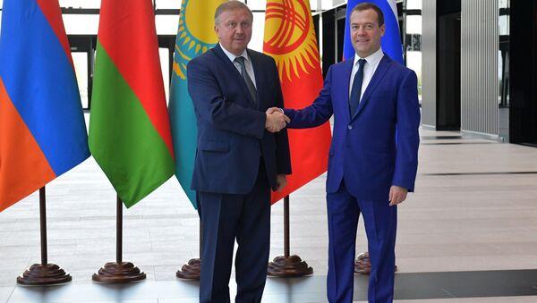 Председатель правительства РФ Дмитрий Медведев и премьер-министр Беларуси Андрей Кобяков - Sputnik Беларусь