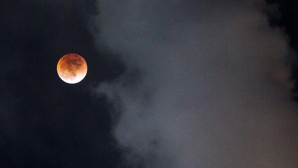 Суперлуние и полное лунное затмение - Sputnik Беларусь