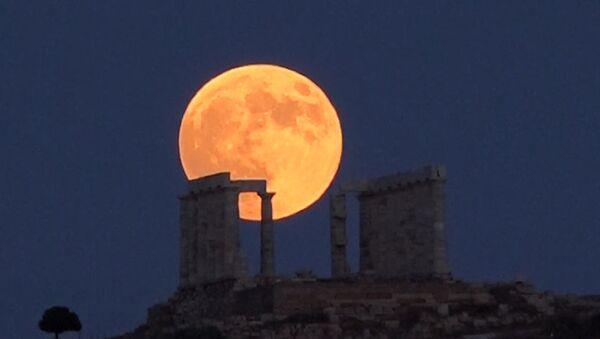 Самое длительное затмение Луны в XXI веке - Sputnik Беларусь