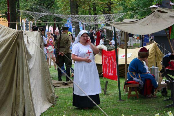 Сярэднія вякі сёння суседнічалі з лагерам часоў Першай сусветнай вайны - Sputnik Беларусь