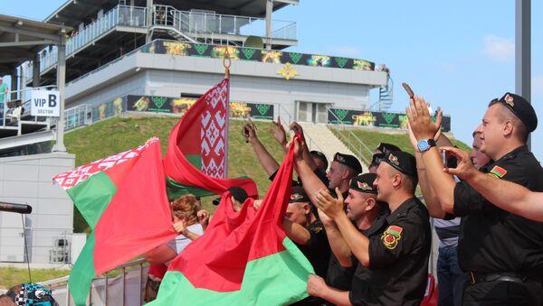 Болельщики белорусской команды на Танковом биатлоне - Sputnik Беларусь