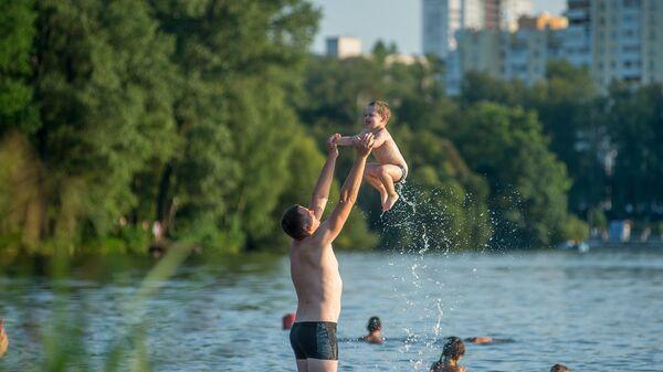 Пляжи Минска: Комсомольское озеро - Sputnik Беларусь