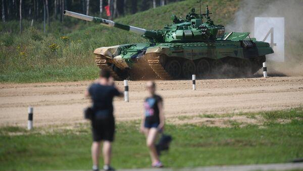 Белорусский танк на полигоне в Алабино - Sputnik Беларусь