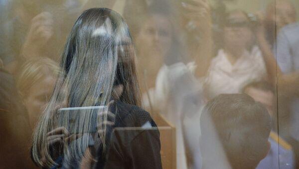 Одна из сестер Хачатурян, обвиняемых в убийстве своего отца, Михаила Хачатуряна - Sputnik Беларусь