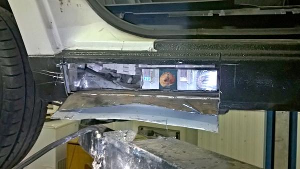 Контрабандные сигареты были обнаружены на днище одной из машин - Sputnik Беларусь