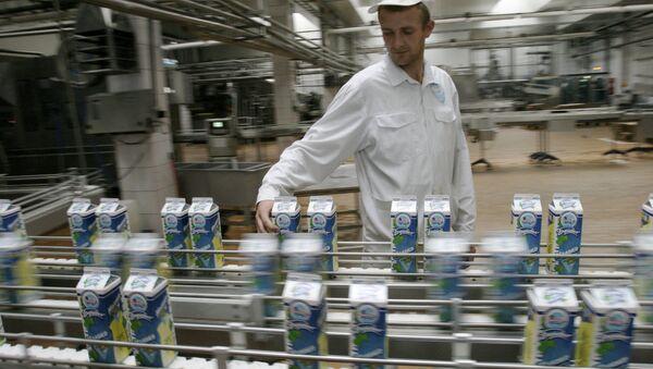 Участок розлива молока ОАО Савушкин продукт. г. Брест - Sputnik Беларусь