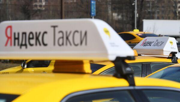 Машина Яндекс Такси, архивное фото - Sputnik Беларусь