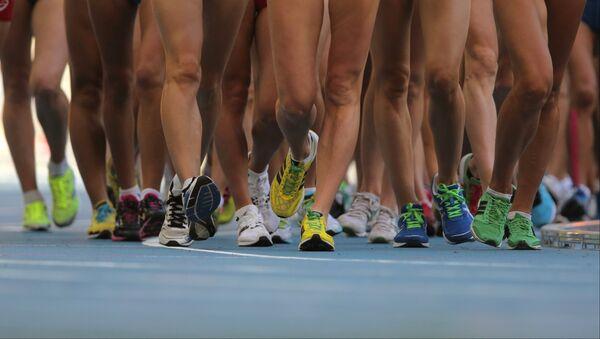 Спортсменки в соревнованиях по спортивной ходьбе на дистанции 20 км - Sputnik Беларусь