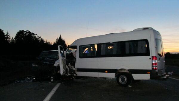 Маршрутка с пассажирами попала в ДТП на трассе в Гродненской области - Sputnik Беларусь