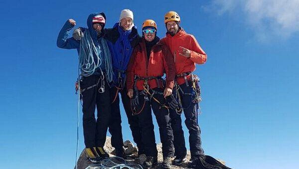 Каманда беларускіх альпіністаў на вяршыні 4810 (Адэса) - Sputnik Беларусь