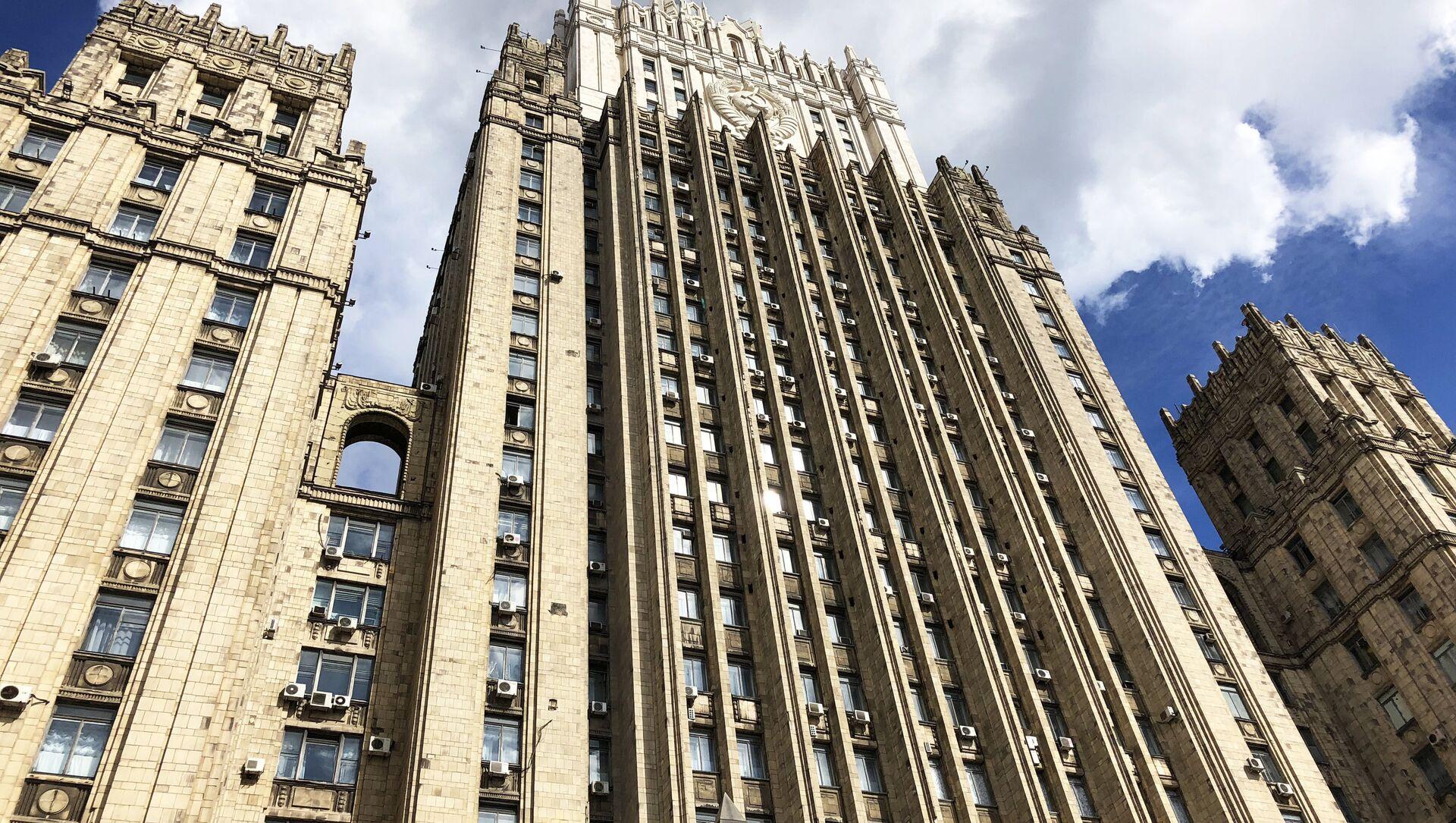 Здание министерства иностранных дел РФ на Смоленской-Сенной площади в Москве - Sputnik Беларусь, 1920, 18.04.2021