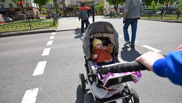 Ребенок в коляске, архивное фото - Sputnik Беларусь