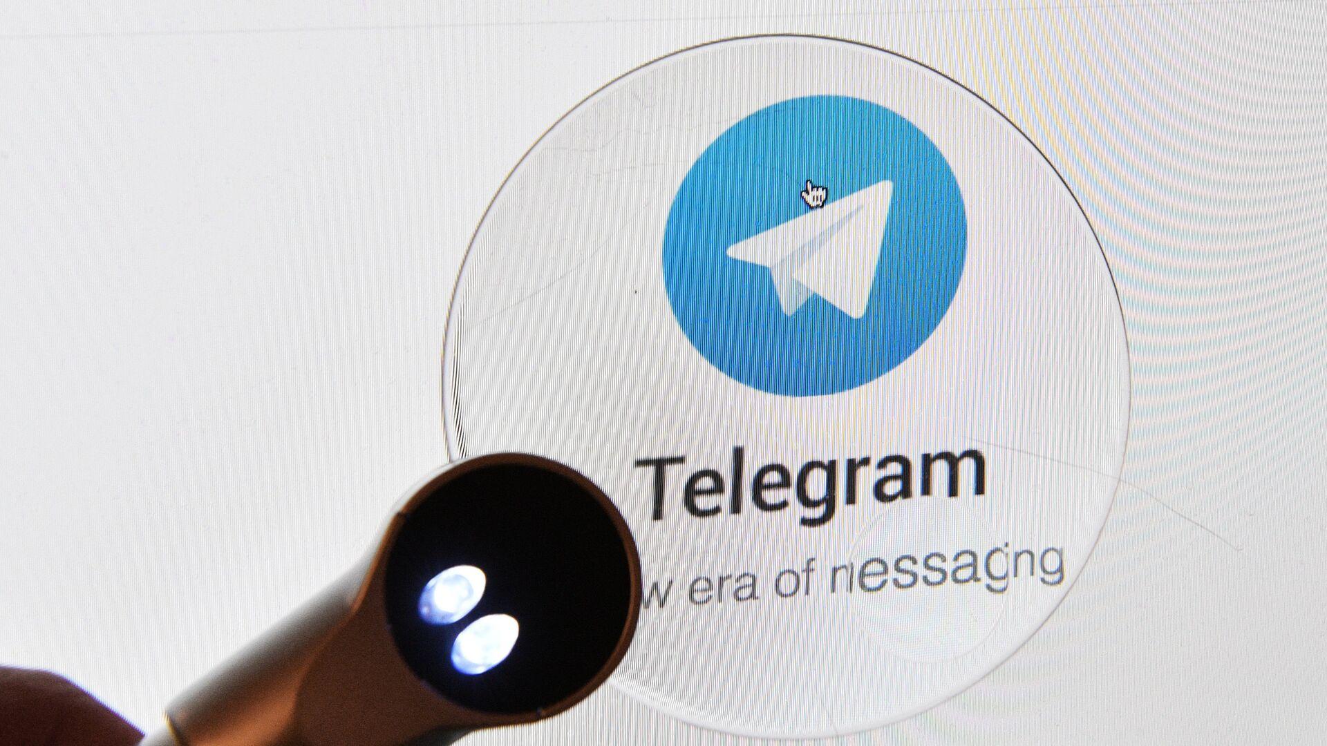 Логотип мессенджера Telegram на экране планшета. - Sputnik Беларусь, 1920, 17.09.2021