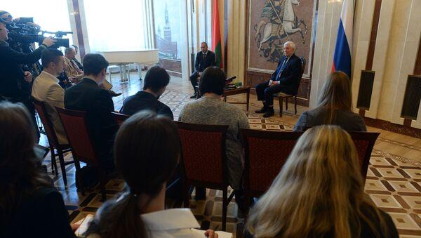Пресс-конференция Александра Сурикова - Sputnik Беларусь