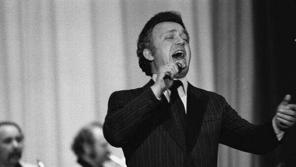 Народный артист РСФСР, советский эстрадный певец (баритон) Иосиф Давыдович Кобзон, 1968 год - Sputnik Беларусь