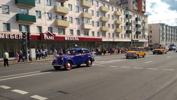 Узначальвалі парад рэтра-аўтамабілі - Sputnik Беларусь