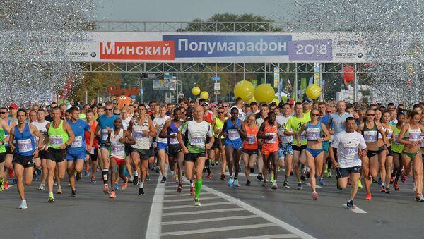 В текущем году в главном спортивном мероприятии Минска приняли участие около 35 тысяч человек. - Sputnik Беларусь