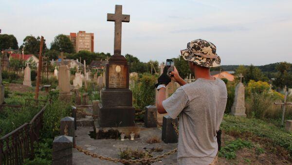 Як беларус адзін аблічбоўвае найстарэйшыя могілкі краіны - Sputnik Беларусь