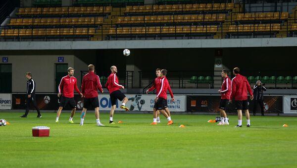 Тренировка белорусской сборной по футболу в Молдове - Sputnik Беларусь