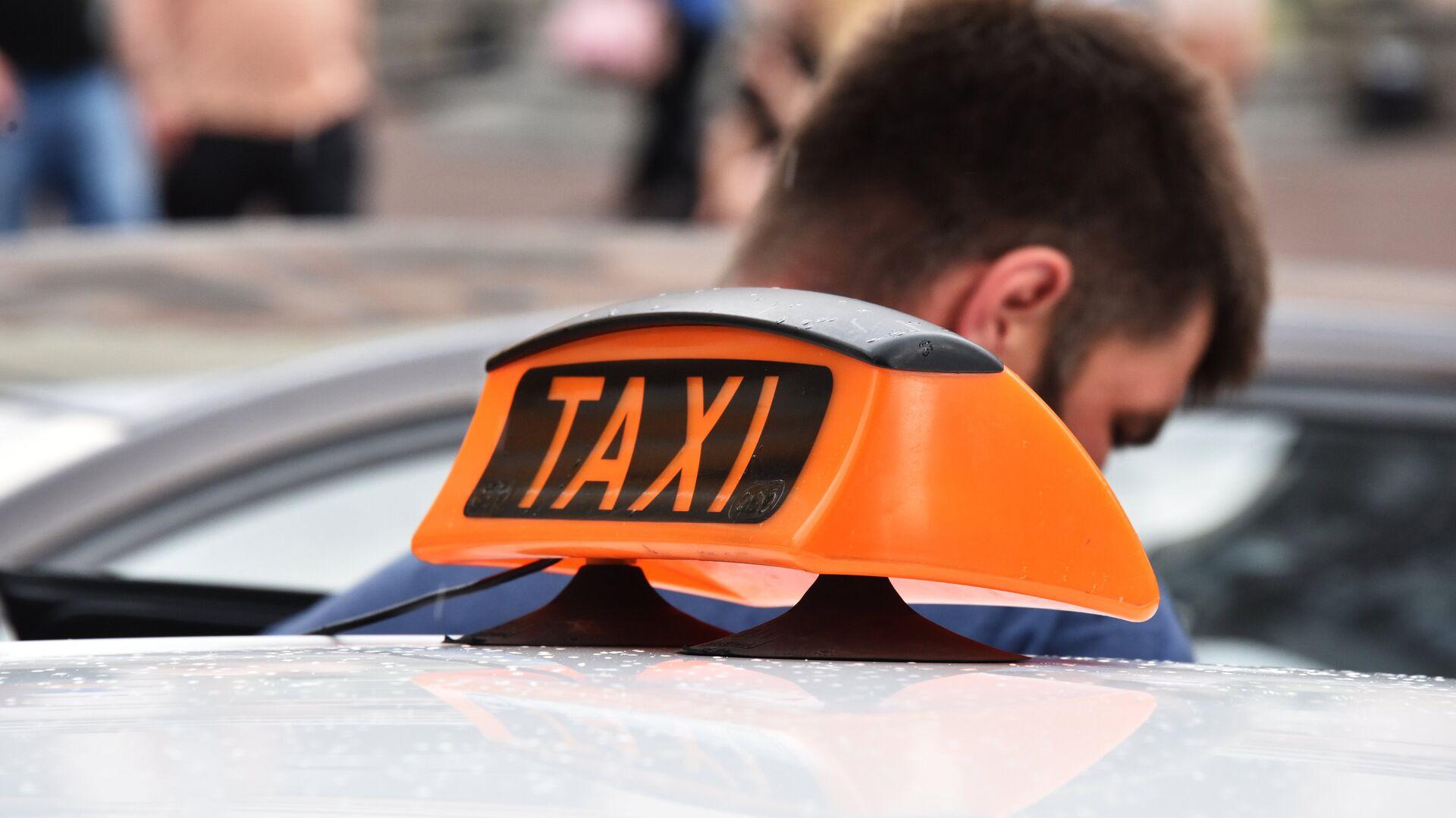 Знак такси на автомобиле - Sputnik Беларусь, 1920, 24.09.2021