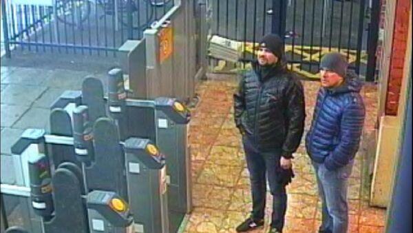 Обвиняемые Александр Петров и Руслан Баширов - скрин с камеры - Sputnik Беларусь