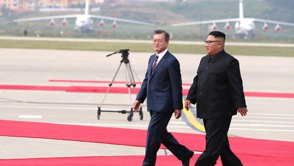 Встреча президента Южной Кореи Мун Чжэ Ина с лидером КНДР Ким Чен Ыном - Sputnik Беларусь