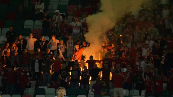 Беларускія фанаты падчас матчу нацыянальнай зборнай на стадыёне Дынама - Sputnik Беларусь