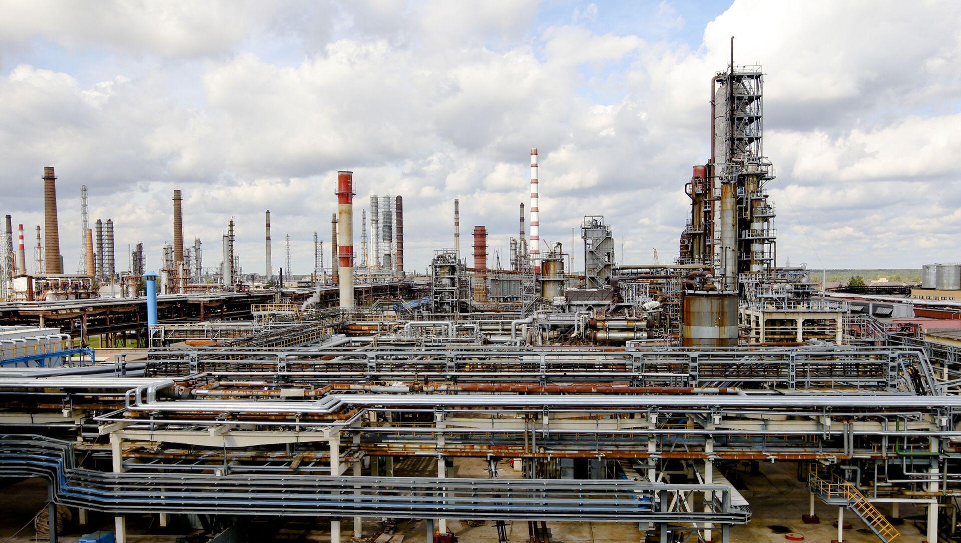 Нефтеперерабатывающий завод Нафтан в Новополоцке - Sputnik Беларусь, 1920, 05.02.2021