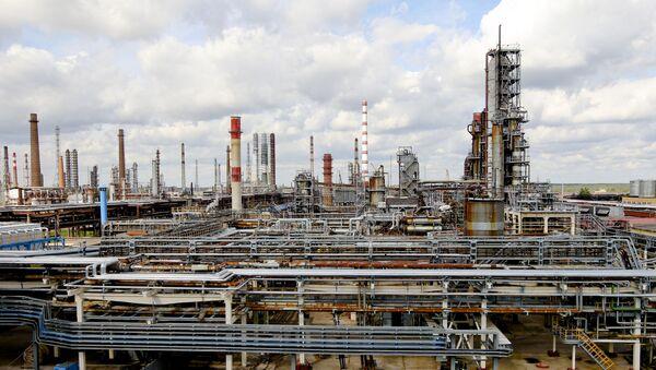 Нафтаперапрацоўчы завод Нафтан у Наваполацку - Sputnik Беларусь