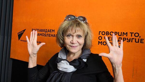 Крыўцова: трэба заканчваць з дэбілізацыяй тэлебачання - Sputnik Беларусь
